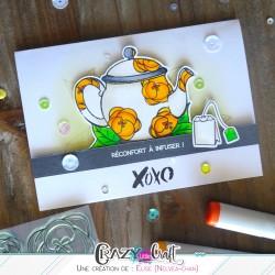 Fleurs de crocus en décoration d'une théière sur une carte à offrir